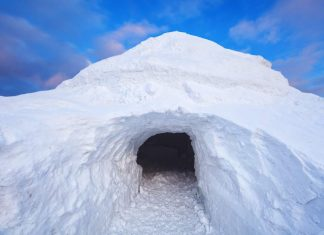 How to Build a Quinzee Snow Shelter for Survival