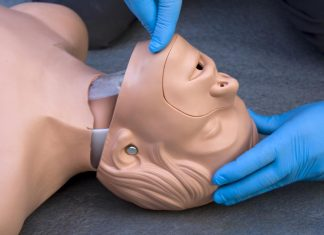 3 Ways to Open the Airway in an Unconscious Person