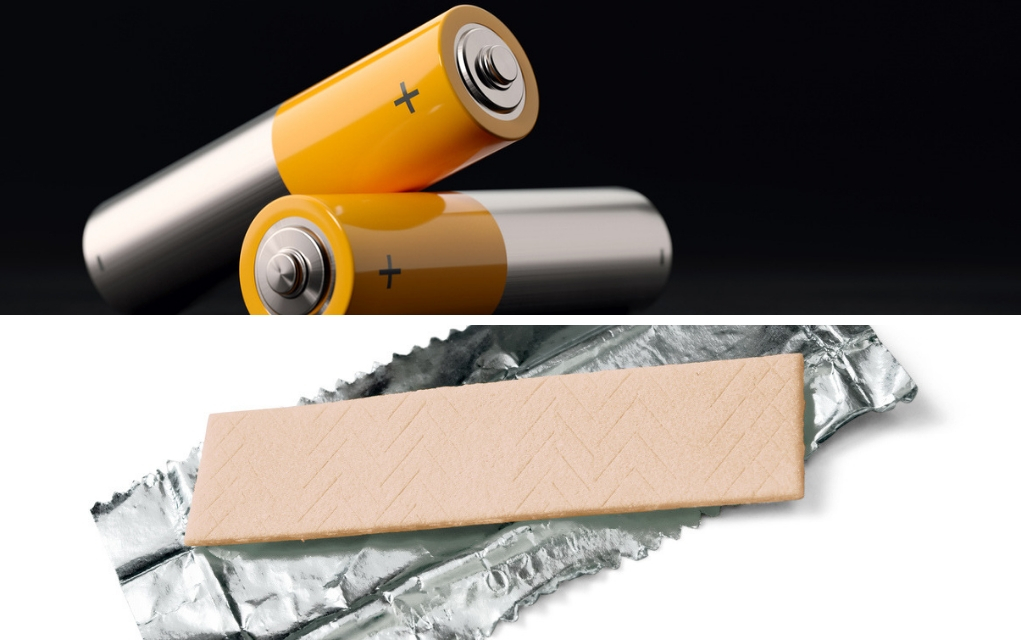 How-to-Start-a-Fire-Using-a-Battery-and-a-Gum-Wrapper