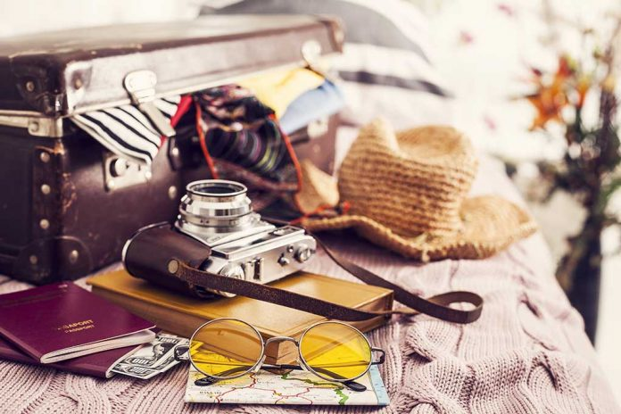 How-to-Stay-Safe-While-Traveling
